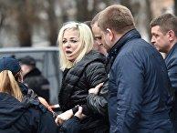Мария Максакова на месте убийства Дениса Вороненкова в Киеве