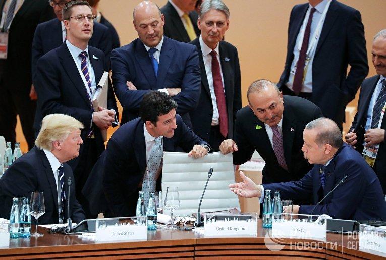 Президент США Дональд Трамп и президент Турции Реджеп Тайип Эрдоган во время саммита G20 в Гамбурге. 7 июля 2017