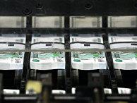 """Нарезка денежных купюр на фабрике ФГУП """"Гознак"""" в Перми"""