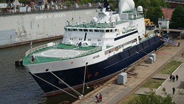 Передача океанографического судна «Янтарь» Военно-морскому флоту России