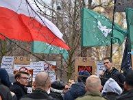 Участники митинга против возросшего числа украинских мигрантов в Варшаве. 18 марта 2017 года