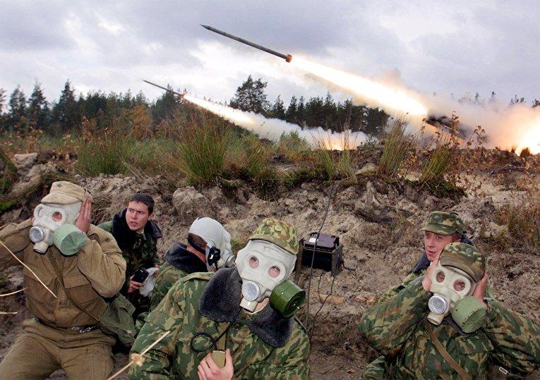 Запуск ракет «Смерч» во время совместных белорусско-российских военных учений недалеко от Минска