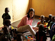 Постоянный представитель США в ООН Никки Хейли в лагере беженцев в регионе Гамбелла, Эфиопия
