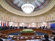 Председатель правительства РФ Дмитрий Медведев на заседании Евразийского межправительственного совета в Ереване