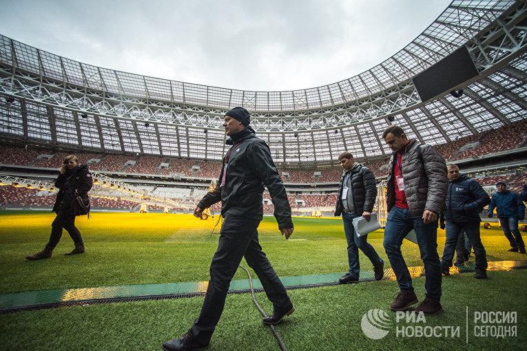 """Инспекционный визит делегации FIFA и оргкомитета """"Россия-2018"""" на стадион """"Лужники"""""""