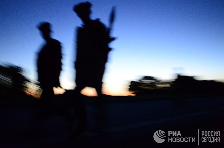Бойцы ополчения ЛНР на окраине Луганска