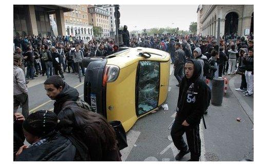 Забастовки во Франции в знак протеста против пенсионной реформы