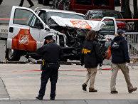 Сотрудники полиции в районе места теракта в Нью-Йорке