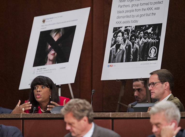 Юрист Колин Стретч из Facebook отвечает на вопросы по поводу российской рекламы в социальной сети Facebook на Капитолийском холме в Вашингтоне