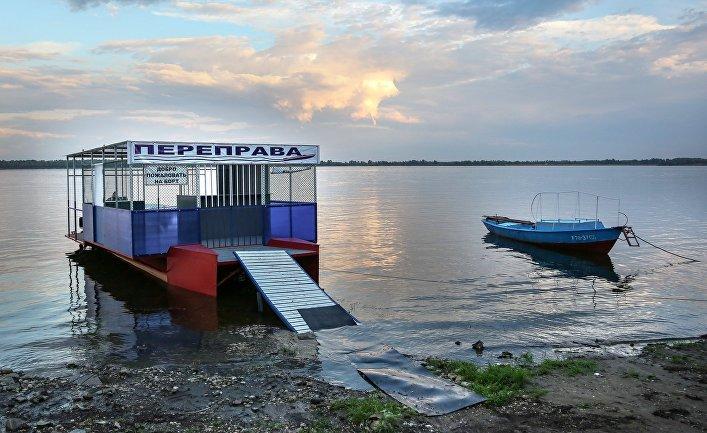 Переправа у берега реки Волги в районе города Вольска