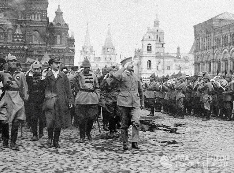 Троцкий на военном параде