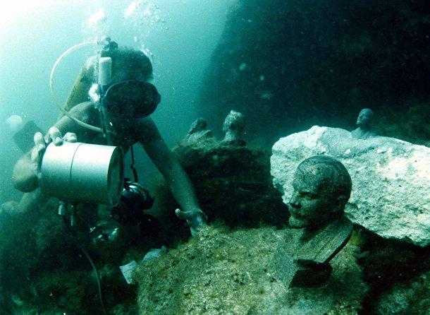 Ленин в подводном музее у побережья мыса Тарханкут в Крыму