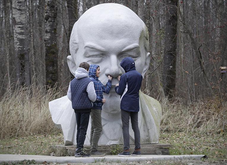 Ленин в пригороде Санкт-Петербурга