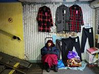 Нелегальная торговля в подземном переходе в Киеве
