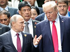 Президент РФ Владимир Путин и президент США Дональд Трамп перед рабочим заседанием лидеров экономик форума Азиатско-Тихоокеанского экономического сотрудничества. 11 ноября 2017