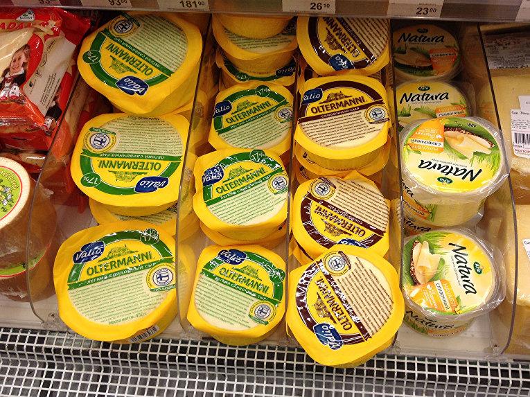 Финские сыры Oltermanni в продуктовом магазине в Москве