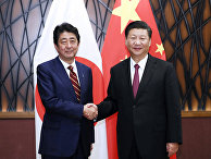 Председатель КНР Си Цзиньпин и премьер-министр Японии Синдзо Абэ в Дананг