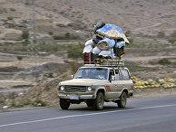 Беженцы уезжают из города Саны, Йемен