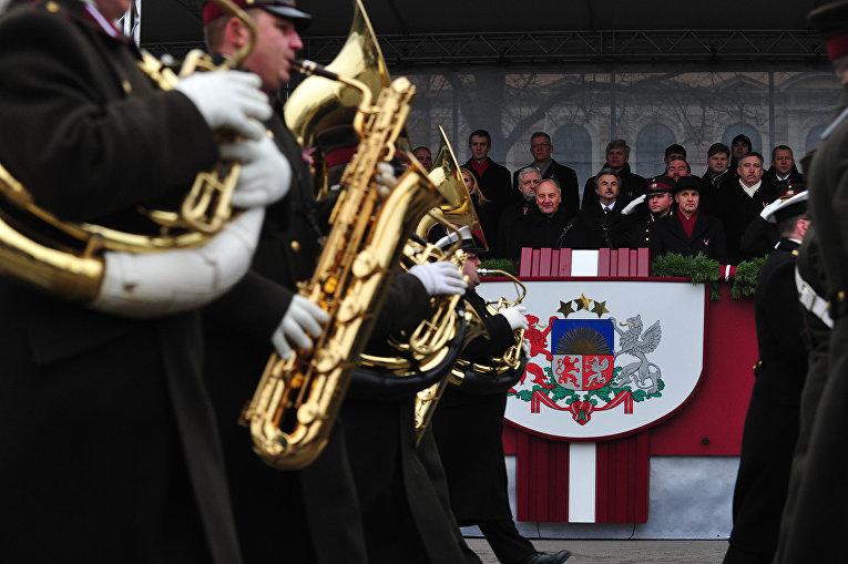 Военный парад в честь 94-й годовщине независимости Латвии от России в Риге