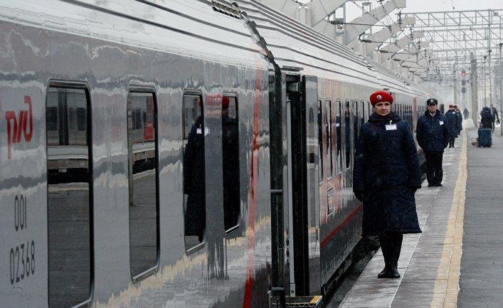 Проводники уфирменного поезда «Лев Толстой», курсирующего помаршруту Москва— Хельсинки