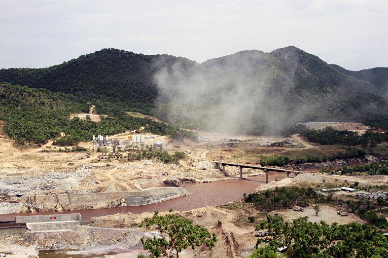Строительство плотины Возрождения на берегу Нила в 800 километрах от столицы Судана