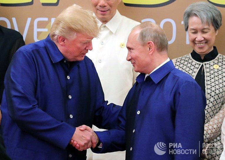Владимир Путин и Дональд Трамп на саммите АТЭС во Вьетнаме. 10 ноября 2017