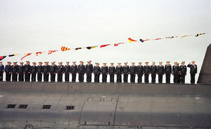 Экипаж подводной лодки «Курск» во время парада в Североморске, 30 июля 2000 года