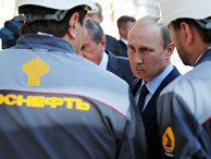 Президент России Владимир Путин во время посещения Туапсинского НПЗ «Роснефти»