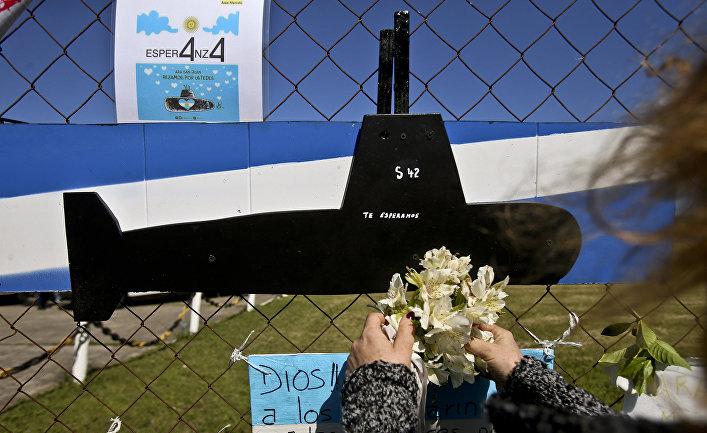 Мемориал, изображающий подводную лодку ВМС Аргентины «Сан-Хуан» в Мар-де-Плата