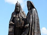 """Фрагмент монумента """"Воссоединение"""" у храма Христа Спасителя"""