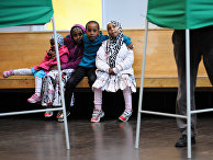 Дети на избирательном участке в округе Ринкебю в Швеции