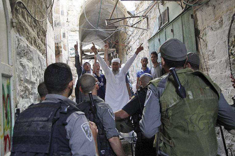 Столкновения палестинцев с полицией в Иерусалиме