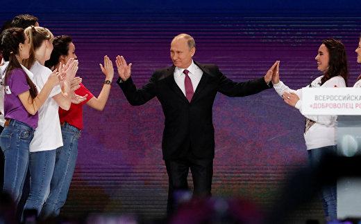 Президент РФ Владимир Путин на церемонии вручения премии «Доброволец России - 2017»