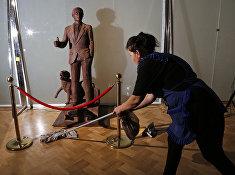 Шоколадная статуя Владимира Путина