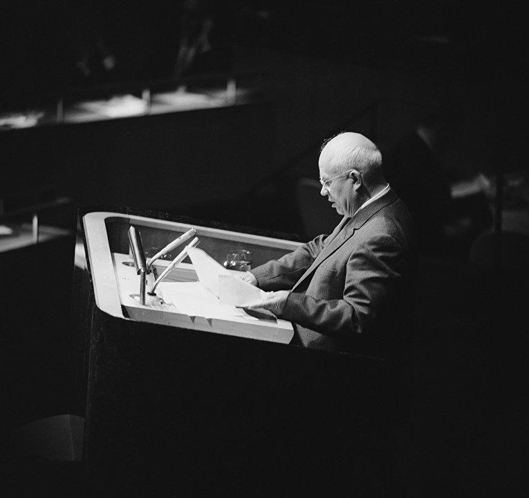 11 октября 1960. Советский лидер Никита Хрущев выступает на Генеральной ассамблее ООН в Нью-Йорке