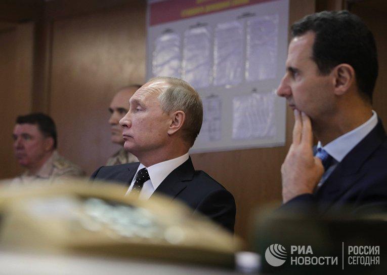 Владимир Путин и президент Сирийской Арабской Республики Башар Асад во время посещения авиабазы Хмеймим в Сирии. 11 декабря 2017