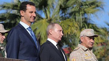 Владимир Путин, президент Сирийской Арабской Республики Башар Асад и министр обороны России Сергей Шойгу во время посещения авиабазы Хмеймим в Сирии. 11 декабря 2017