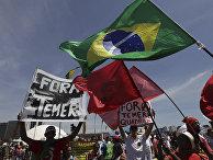 Акция протеста после военного парада в честь Дня независимости в Бразилиа