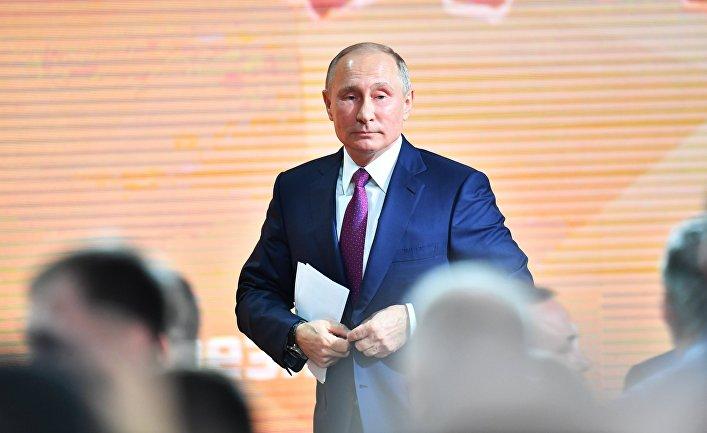 Путин поведал анекдот про сына офицера напресс-конференции— Хохотал весь зал
