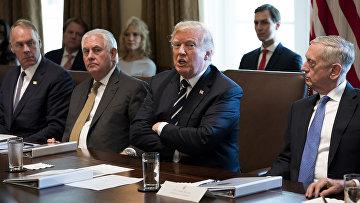 Президент США Дональд Трамп во время заседания кабинета министров в Белом доме в Вашингтоне, округ Колумбия. 16 октября 2017