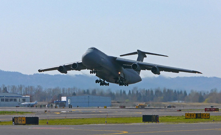 Американский военно-транспортный самолет C-5 Galaxy