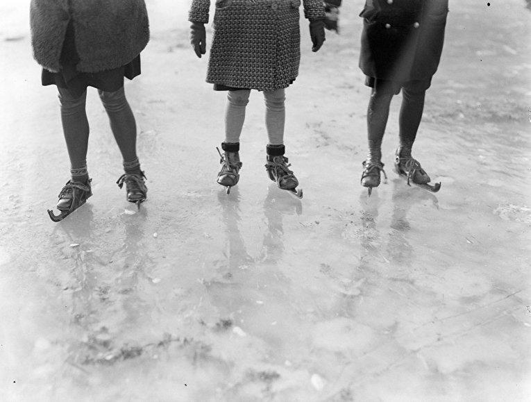 Девочки на коньках