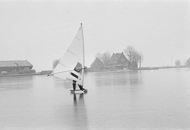 Катание под парусом по льду в Голландии