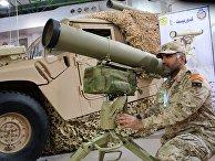 """Военнослужащий армии Кувейта возле ПТРК """"Корнет-Э"""" на выставке  Gulf Defence & Aerospace-2017"""