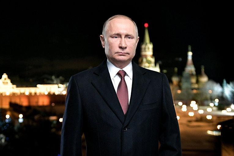Президент России Владимир Путин во время новогоднего обращения к россиянам в канун 2018 года