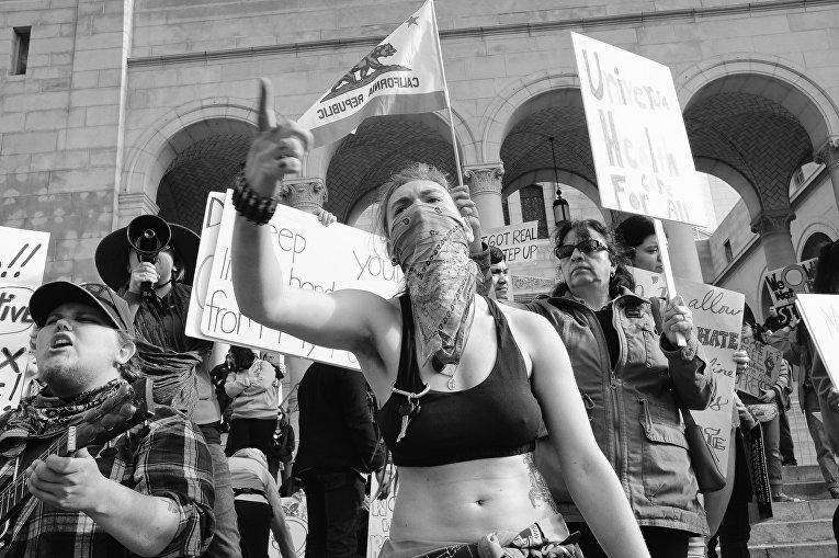 Акция протеста в Лос-Анжелесе