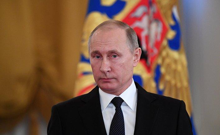 Президент РФ Владимир Путин во время встречи с военнослужащими, принимавшими участие в антитеррористической операции в в Сирии. 28 декабря 2017