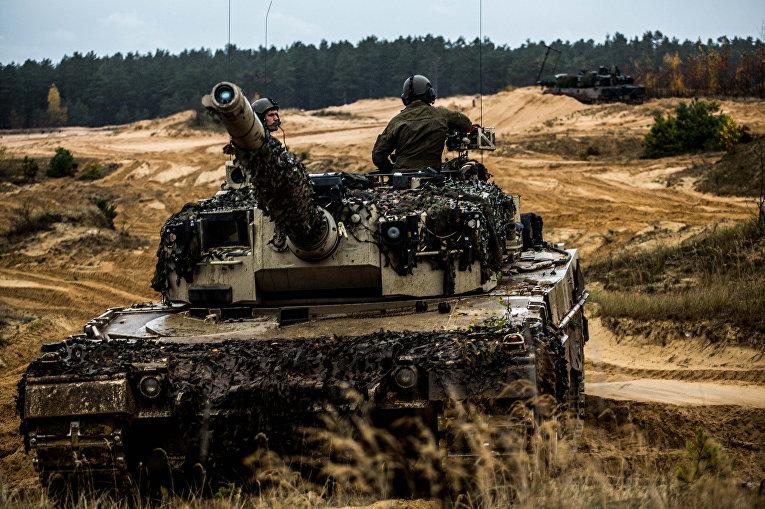 Норвежскией танк «Леопард» во время военных учений в Литве