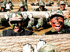 Тренировка полиции специального назначения в Пекине