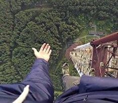 На одной руке на 300-метровой высоте